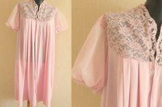 Vintage pink lace robe Vanity Fair pink peignoir Pin up