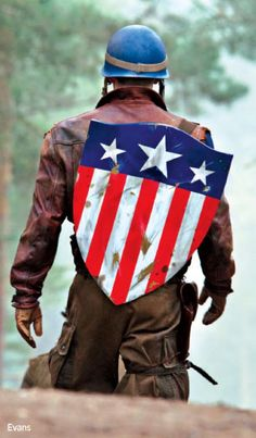 """Captain America Shield. <- I could make this a bag and use it as my """"shield"""" omg. Way easier than the new round shield and classic Cap!"""