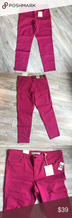"""Anne Klein Scarlet-Red Skinny Jeans.17352 """"Peony"""" colored jeans inseam is 28"""". Ankle is 12"""" in circumference. Waistband is 1.5"""" wide x 36"""" around, 5"""" long metal zipper and metal button front closure. 6"""" wide x 5"""" deep right and left side pockets with 2.5"""" wide x 3"""" deep watch pocket in right side pocket. 5.75"""" x 5.75"""" pentagon-shaped patchpockets left and right rear. Hip measurement 41"""" around. 98% cotton, 2% spandex. Machine washable and dryable. Anne Klein Jeans Skinny"""