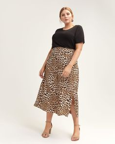 19 Plus-Size Spring Skirts Sure to Play Well With Everything in Your Closet Plus Size Skirts, Plus Size Jeans, Plus Size Outfits, Leopard Skirt Outfit, Leopard Print Skirt, Mac Russian Red, Curvy Fashion, Plus Size Fashion, Curvy Model