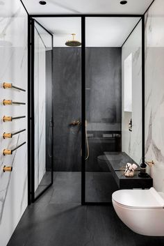 Interior designer Moran Gozali has created this luxurious dream Interieurontwerpster Moran Gozali heeft deze luxe droombadkamer ontworpen! – Interior designer Moran Gozali has designed this luxury dream bathroom! – one # dream bathroom - Bathroom Layout, Modern Bathroom Design, Bathroom Interior Design, Modern Interior Design, Bathroom Ideas, Bathroom Shelves, Modern Bathrooms, Bathroom Organization, Bathroom Storage