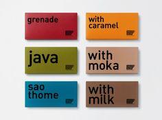 Chocolat Factory propose aussi des tablettes de chocolat aux saveurs surprenantes. Le packaging se transforme alors en gardant ses codes épurés et minimaliste et sa police sans sérif mais il se pare de belles couleurs qui s'accordent avec l'aliment représenté (un beau rouge grenade pour le chocolat à la grenade).