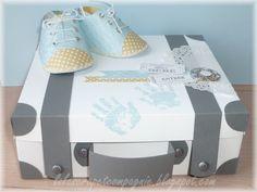 Une valise en papier cadeau de naissance