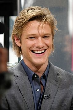 Lucas Till.... the new & improved MacGyver..... sooooooooooo hot & handsome. ❤❤❤❤❤ ❣️