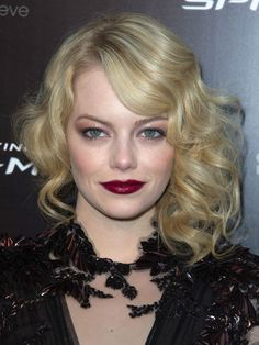 Emma Stone at the Paris premiere of The Amazing Spider-Man: http://beautyeditor.ca/2012/06/22/how-amazing-does-emma-stone-look-on-her-amazing-spider-man-tour-lets-count-the-ways-and-steal-some-ideas/