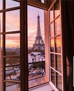 Travel Discover Eiffel Tower from Shangri-La Hotel Paris. Hotel Paris, Best Paris Hotels, Paris City, Paris Opera House, Paris Paris, Tour Eiffel, Torre Eiffel Paris, Paris Eiffel Tower, City Aesthetic