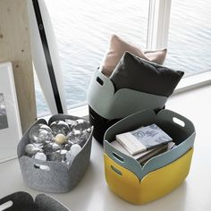 Made from a felt made of recycled plastic bottle fibers, the Restore Round Basket from Muuto is a functional and versatile storage unit that can be Ikea Hack, Grand Menage, Recycling Process, Muuto, Design Bestseller, Round Basket, Felt Material, Pet Bottle, Sacks