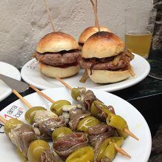 De pinchos ya que el día no salió bueno!! #Cantabria #Spain Delish, Spanish, Appetizers, Beef, Foods, Meals, Antipasto, Olives, Spanish Kitchen