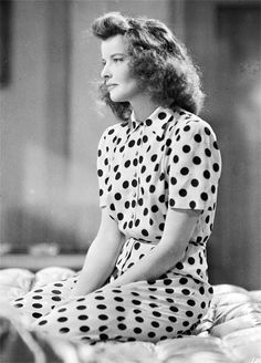 katharine hepburn in polka dots Old Hollywood Glamour, Golden Age Of Hollywood, Vintage Hollywood, Classic Hollywood, Hollywood Icons, Hollywood Actresses, Katharine Hepburn, 1950s Fashion Women, 1950s Women