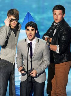 Cory Monteith Photos - Actors Chord Overstreet, Cory Monteith, and Darren Criss onstage during the 2011 Teen Choice Awards held at the Gibson Amphitheatre on August 2011 in Universal City, California. - 2011 Teen Choice Awards - Show Sam Evans Glee, Glee Sam, Finn Glee, Cory Glee, Lea And Cory, Celebrity Singers, Celebrity Moms, Chord Overstreet Glee, Glee Quotes