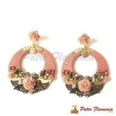 Pendiente Aro Mari Conchi Thread Jewellery, Soutache Jewelry, Paper Jewelry, Wire Jewelry, Jewelery, Lace Earrings, Unique Earrings, Flower Earrings, Jewelry Making Tutorials