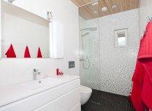 Rantakivi - Yläkerran kylpyhuone – Anna&Ellit