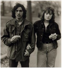 Diane Arbus. A young man and his girlfriend with hot dogs in the Park, NY. 1971