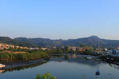 Rio Bidasoa con Peñas de Aya Al fondo. Irun (Guipuzcoa).