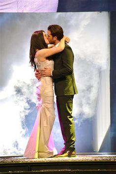 """Pablo Lyle y Thelma Madrigal encabezan la telenovela """"Corazón que Miente"""", producción de Mapat para Televisa que presentó su elenco para su estreno en México y pronto en EEUU, el 3 de febrero de 2016.¿Nos sigues en Facebook?"""