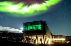 Imagem feita durante a Aurora Boreal.  Instalado em vulcão ativo na Islândia, hotel sustentável tem vista impressionante para Aurora Boreal (Foto: Divulgação)