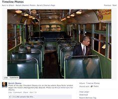 En esta foto se ve a Obama pensativo en el interior del autobús donde Rosa Parks se negó a ceder su asiento a un hombre blanco. Inicialmente se colgó en el perfil de la campaña creado expresamente para el público afroamericano pero posteriormente se compartió en el perfil principal de Obama