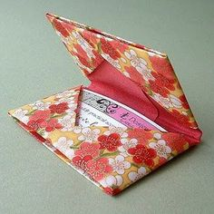 i kinda want to make one of these out of fabric... card holders are fun