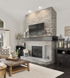 Most recent Cost-Free slate Fireplace Makeover Popular There are plenty of interesting fireplace remodel ideas and when you are interested in the very best models that can sui Stone Fireplace Makeover, Home Fireplace, Fireplace Remodel, Living Room With Fireplace, Fireplace Design, Fireplace Mantels, Fireplace Ideas, Fireplace Stone, Living Rooms