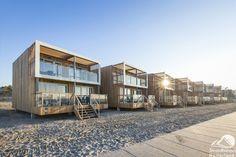Wakker worden met uitzicht op zee in strandhuisjes van Landal Hoek van Holland? Bijzonder overnachten in een huisje op het strand. Gloednieuwe beachvilla's!