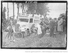 [Recueil. Tour de France cycliste de 1938. Journée du 10 juillet. 5e étape Royan-Bordeaux] : [lot de photographies de presse] / [Agence Meurisse ?] - 1
