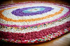 crochet rag rug (with tutorial)...i want to make one of these in red for my room...i might just dye some old white sheets like she did here