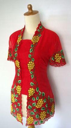 Grapes Kebaya Lace, Kebaya Brokat, Batik Kebaya, Indonesia Fashion Week, Dream Wardrobes, Blouse Batik, Embroidery Suits, Cutwork, Short Sleeve Dresses