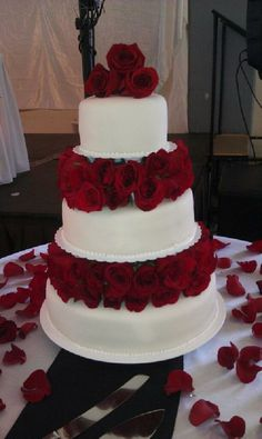Tiered cake with red roses between the layers