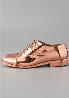 BROGUES Rose Gold Oxford - -Will we see a pair of these on the Red Carpet at the upcoming awards shows, what do you think ? Women's Shoes, Zapatos Shoes, Me Too Shoes, Shoe Boots, Flat Shoes, Fashion Shoes, Fashion Accessories, Gold Fashion, Womens Fashion