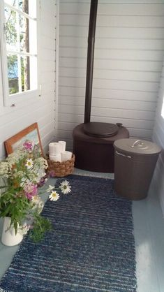Outdoor Toilet, Off Grid House, Composting Toilet, A Frame House, Natural Building, Log Homes, Tiny House, Home Appliances, Cottage