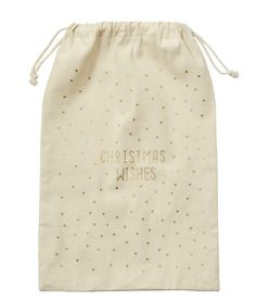 This Christmas present sack is made from fabric and has the words 'Christmas wishes' written on the front in gold foil. It has drawstring closure at the top and is ideal for kids from 1 to 92. It will definitely become a favourite to be used again and again at this magical time of year.