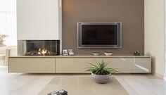 TV-meubel met ruime opbergmogelijkheden en haard