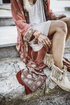 Top 10 Must-Have Items for a Bohemian Chic Wardrobe - hippie style Ibiza Fashion, Estilo Fashion, Trendy Fashion, Fashion Looks, Womens Fashion, Bohemian Fashion, Trendy Style, Bohemian Outfit, Bohemian Clothing