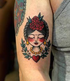 Tatuagem old school: 91 fotos para você se apaixonar pela técnica Old school tattoo: 91 photos for you to fall in love with the technique Frida Tattoo, Frida Kahlo Tattoos, Medusa Tattoo Design, Trendy Tattoos, Small Tattoos, Cool Tattoos, Tatoos, Back Tattoos, Body Art Tattoos