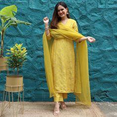 Casual Indian Fashion, Indian Fashion Dresses, Indian Designer Outfits, Indian Outfits, Ethnic Outfits, Modest Fashion, Girl Fashion, Fashion Outfits, Fancy Dress Design