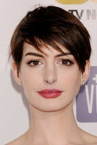 <center>Anne Hathaway goes for the elfin look with a sharp fringe sweeping across her forehead.