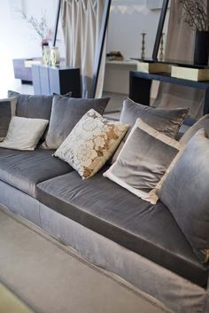 Soft cushions, sleek design and completely removable covering in velvet or the fabric you prefer to choose: this is sofa STRIPES
