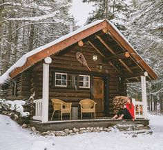 This tiny log home is looking better and better. I could live and survive in a placer like this easily. No question for me that if prefer to be away from everyone and be with my bible and beloveds. Not off grid... but as closer as possible with working plumbing and electricity. God, you, and me with the littles... yeah...