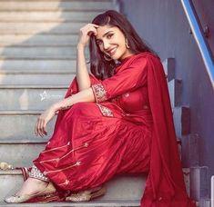 #pintrest@Dixna deol Cute Girl Poses, Girl Photo Poses, Girl Photos, Dress Indian Style, Indian Dresses, Indian Outfits, Pakistani Dresses, Indian Salwar Kameez, Churidar