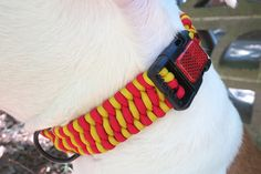 DIY your own paracord dog collar. They look fabulous, and the best part: no sewing!