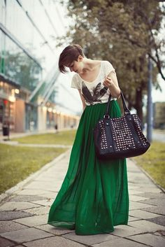 The emerald green skirt is stunning! 37 Maxi Dresses and Maxi Skirt- 2013 Hot Fashion Trend Beauty And Fashion, Look Fashion, Winter Fashion, Maxi Verde, Green Maxi, Long Green Skirt, Green Silk, Neon Green, Green Dress