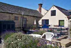 Self Catering Holidays « Miles and Son Holiday in Swanage - The Bridge - spacious flat in the heart of the town centre. Holiday Lettings, Catering, Centre, Bridge, Holidays, Flat, Outdoor Decor, Home Decor, Catering Business