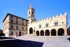 Palazzo dei Priori, Montecassiano, Macerata, Italia.