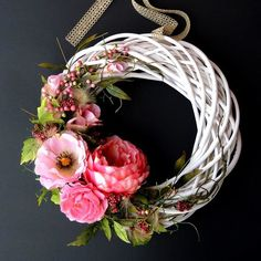 Willow Wreath, Grapevine Wreath, Grape Vines, Diy And Crafts, Shabby, Wreaths, Christmas Ornaments, Holiday Decor, Flowers