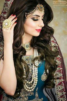 58 Ideas for pakistani bridal makeup natural Pakistani Bridal Hairstyles, Pakistani Bridal Makeup, Pakistani Bridal Dresses, Desi Bridal Makeup, Covet Fashion, Bridal Makeover, Bridal Photoshoot, Asian Bride, Glamour