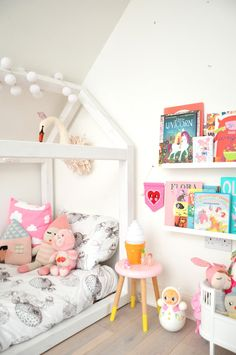 Girls room house bed kids