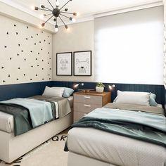 """Ana Paula Cápua   Dicas Decor on Instagram: """"Quarto de dois irmãos!!!❤️ . Painel de madeira serviu de cabeceira para as duas camas, e nas outras paredes foi utilizado tinta no mesmo…"""""""