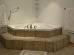 Bathtub Corner Tub | On Golden Pond - Chalet Lac Equerre
