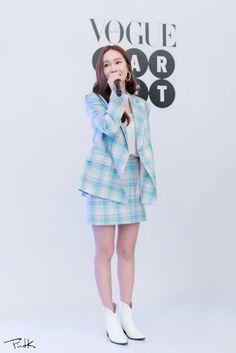 Jessica & Krystal, Krystal Jung, Jessica Jung Fashion, University Girl, Ice Princess, Celebrity Dresses, Girl Fashion, Fashion Design, Snsd