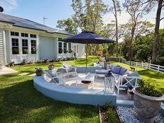 Love this house! A Lesson in Coastal Style: Aussie Hamptons Coastal Bathrooms, Coastal Living Rooms, Coastal Cottage, Coastal Homes, Coastal Decor, Coastal Entryway, Coastal Interior, Coastal Rugs, Coastal Farmhouse